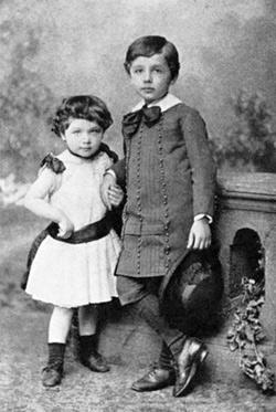 Альберт и его сестра Майя