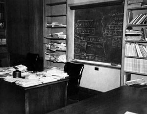 Доска Эйнштейна, на которой он делал свои последние записи 16 апреля 1955 года
