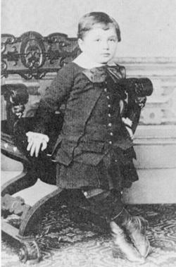Альберт Эйнштейн в возрасте трех лет. 1882 г.