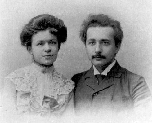 Альберт Эйнштейн с первой женой Милевой Марич