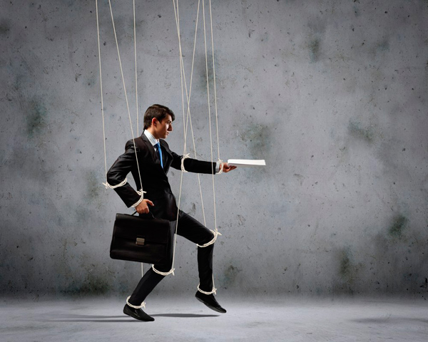 Коллеги-манипуляторы: как решить эту проблему